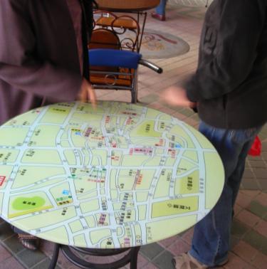 連小店的桌吩??是地圖!